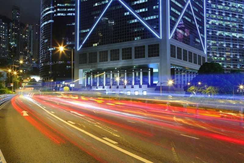 foto con scia di luci auto