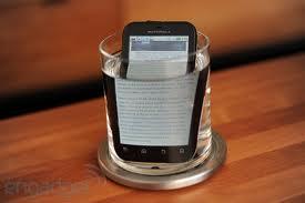 Proteggi il cellulare dall'acqua con una custodia impermeabile